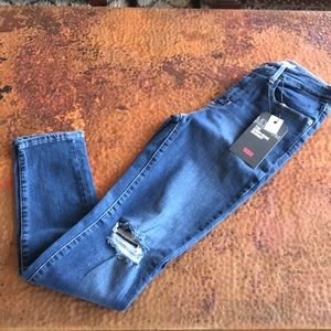 {Levi's} 721 High-Rise Skinny Jeans. Size 27x30.